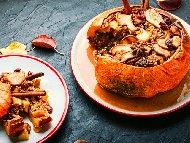 Рецепта Пълнена тиква със сушени плодове, ядки и мед